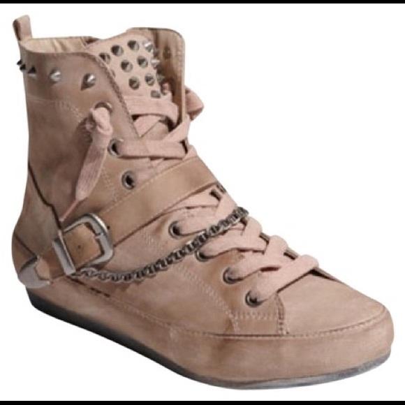 63292c799a333 EUC Sam Edelman Alexander studded sneaker. M 5afbaf8e9d20f0efc0390167